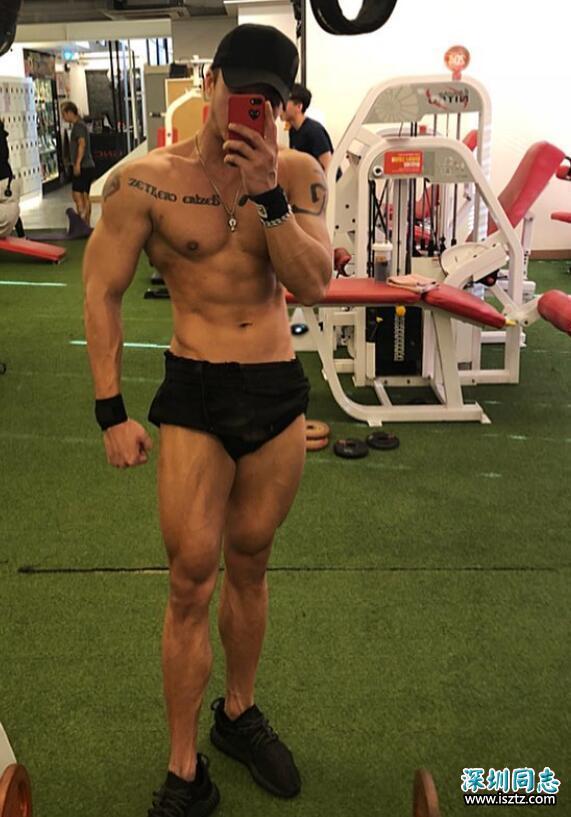 小伙健身一年练出一身肌肉,每天喜欢晒身材,网友:比之前爷们!