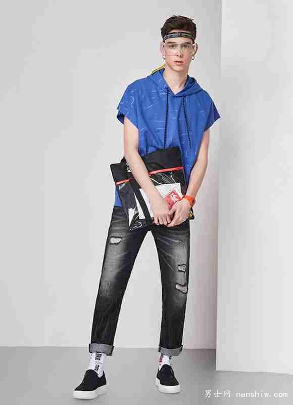 个矮男生,选对衣服玩转街头时尚